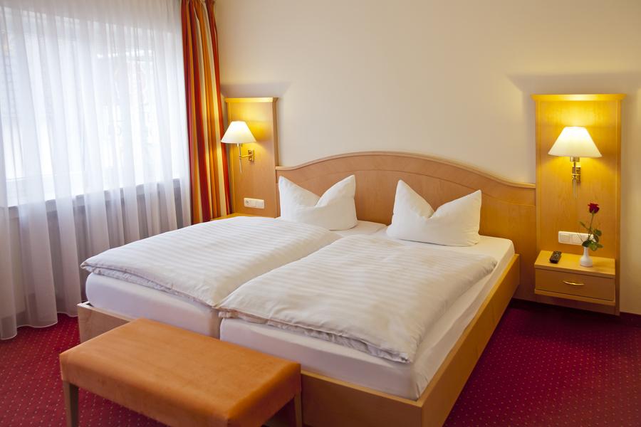 Zimmer hotel rosenhof hotel in kerpen for Zimmer hotel